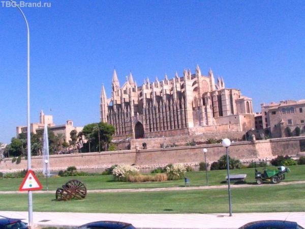 Кафедральный собор. Вид из Парка де ла Мар