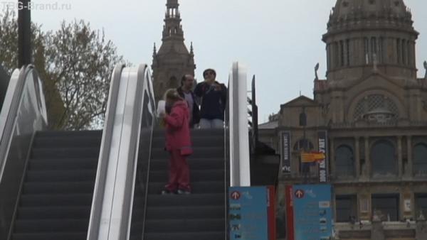 Площадь Испании. На эскалаторе