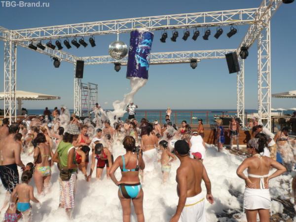 Пляжная дискотека днем