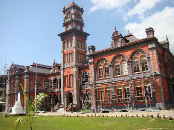 Куинс-Ройял-Колледж (Порт-оф-Спейн)