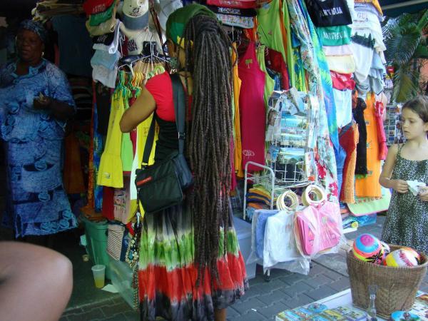 На местном рынке Сент-Джонса (остров Антигуа)