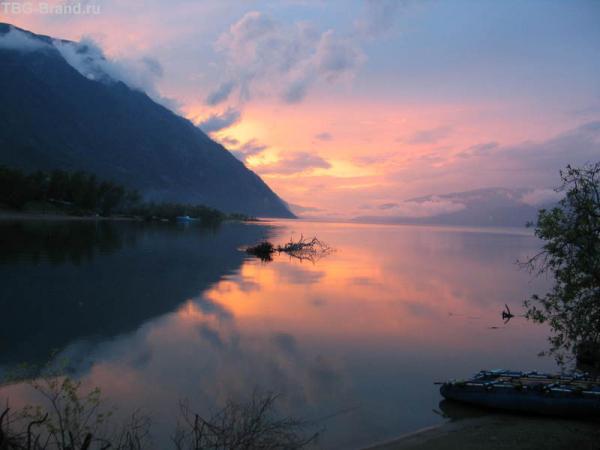 Закат на Телецком  озере.