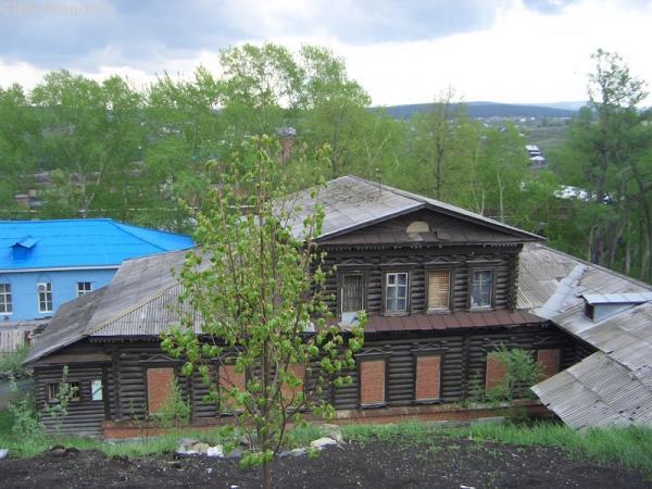 а это и есть дом купца Демидова. Во строили.