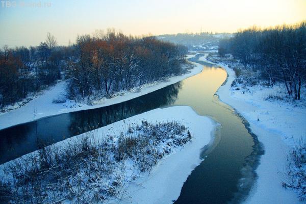 во, тоже нашел. Это та самая река, а вдали на холме Чугуев. Тока зимой.