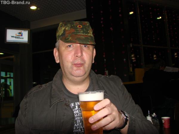 5 утра Домодедово, пытаюсь разбудить себя пивом перед отлетом