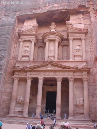 """сейчас это здание, построенное из одного камня, называют """"Сокровещница"""", но что это на самом деле никто не знает"""