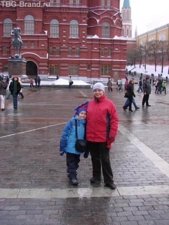 Мои зайки на фоне угла, где Николай Ленина бил.