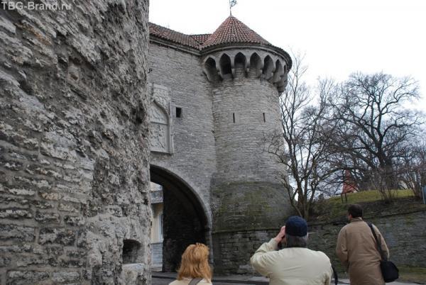 Башня слева - это Морской Музей