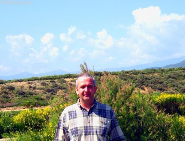 горы страны Басков позади