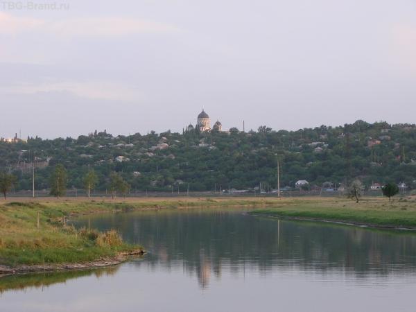 вид на Вознесенский собор со стороны реки Тузлов