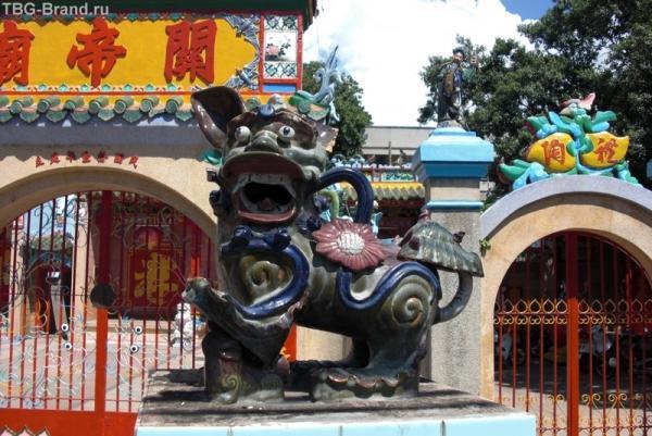 А это другой уже храм. Китайский. Но тоже находится в Фантьехе.