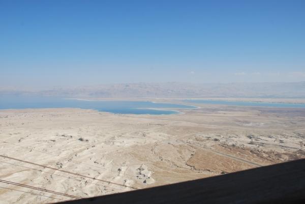 Вид сверху на Мертове море и Иорданию.