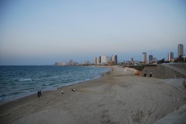 Вид из старой части Тель Авива на новую