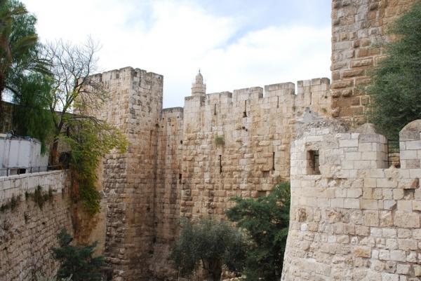 Старая крепость, ныне Музей Археологии.