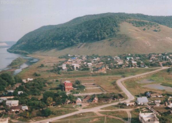 Вид на п. Ширяево и горы Жигули