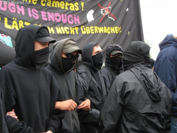 Демонстранты. Антиглобалисты.