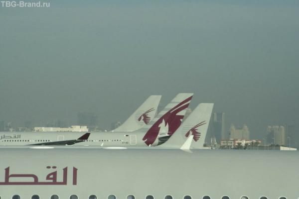 Вид из окна транзитного зала в аэропорту Дохи (Катар)