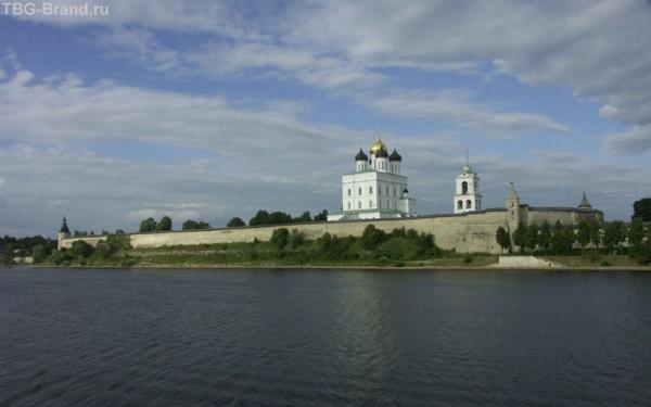 Завеличье. Вид на псковский кремль.