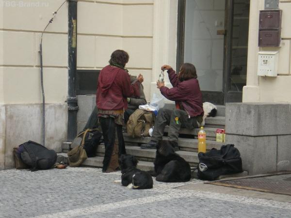 Бомжиков в Праге очень много...
