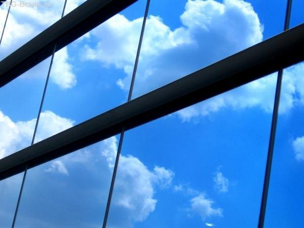 И облака плывут по окнам...