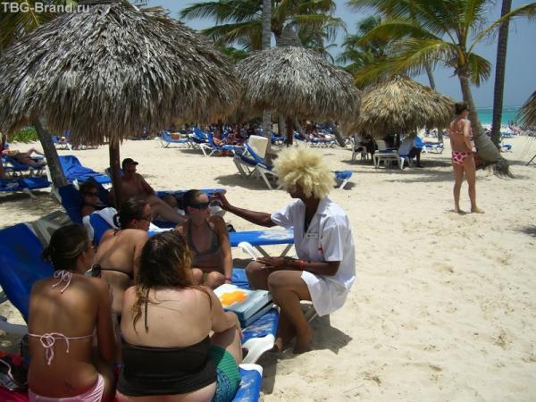 Мед брат на пляже