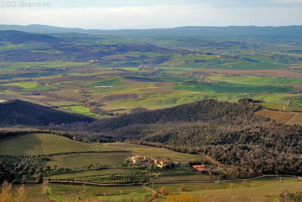Вид из Монтальчино на тосканские просторы
