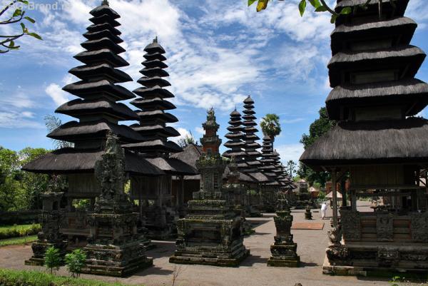 храм в г. Менгви