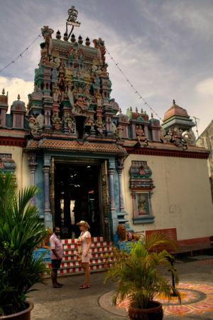 индуистский храм Махамариамман