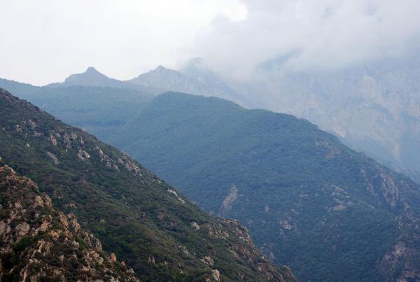 Гора Афон в тумане