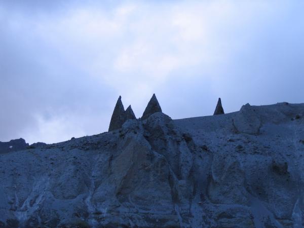 Песчаные останцы над нарзанами - Долина замков
