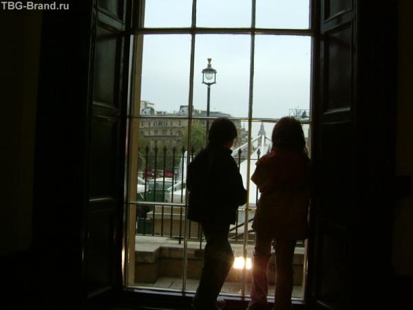 Как из нашего окна - площадь Трафальгарская видна!