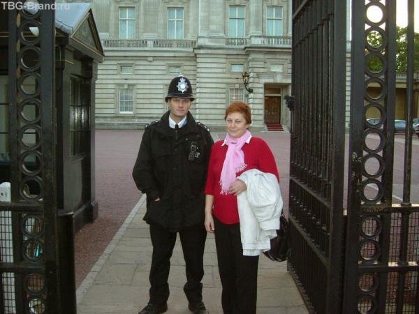 Королевский полицай - друг, товарищ и брат!