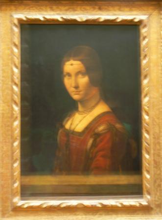 Эту девушку тоже Винчи нарисовал. По-моему, ничуть не хуже Джоконды. Но перед ней толпы почему-то нет.