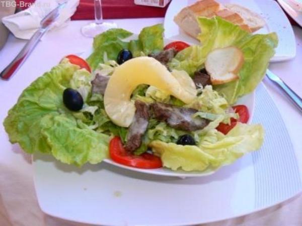 """Это - тоже салат """"Цезарь""""."""