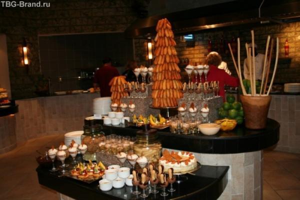 стол с десертами