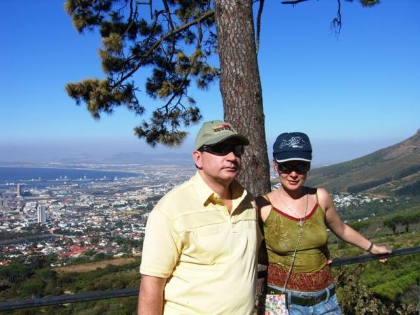 Вид на нас и Кейптаун у подножия Столовой Горы
