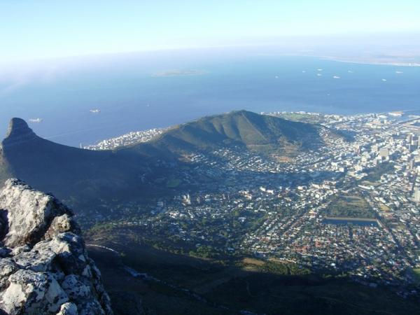 Кейптаун у подножия холма