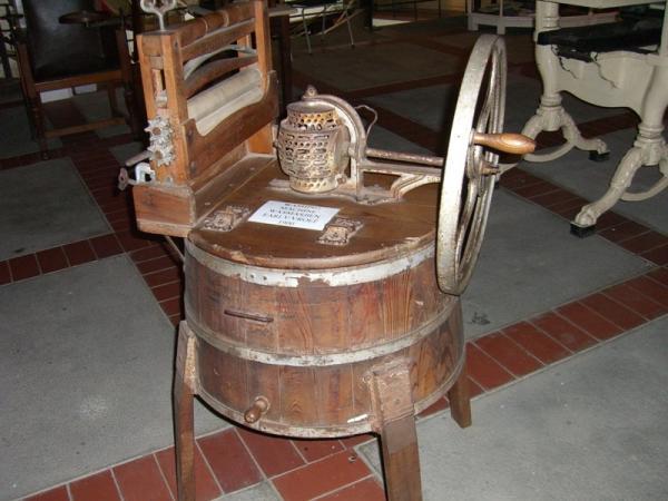 старинная стирально-сушильная машина