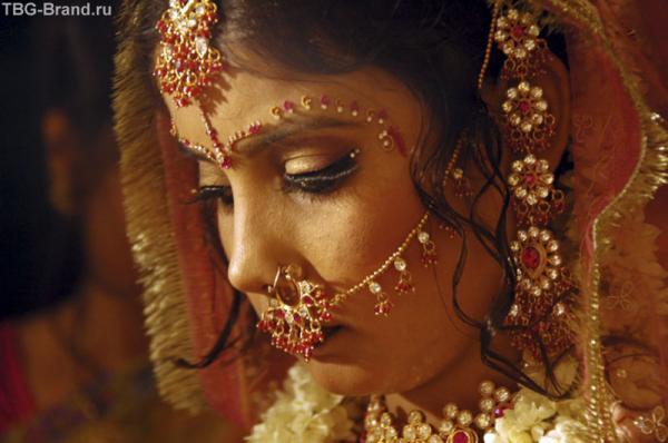 Невесте на свадьбе весилиться не положено. По традиции она должна быть грустной...