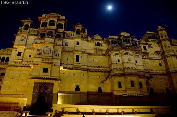 самый романтичный, самый красивый, самый несуетливый город на всем пути — жемчужина Раджастана, грод Удайпур...