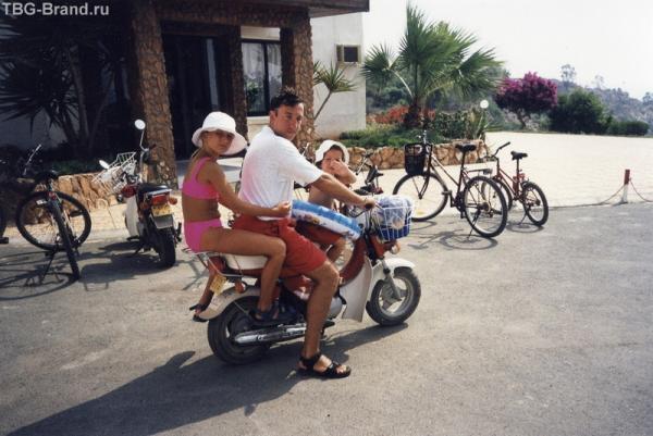 На Кипре я увлекся мотоциклом, хотя прав никогда не имел.