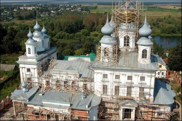 Вид с Колокольни Воскресенского Собора на Собор