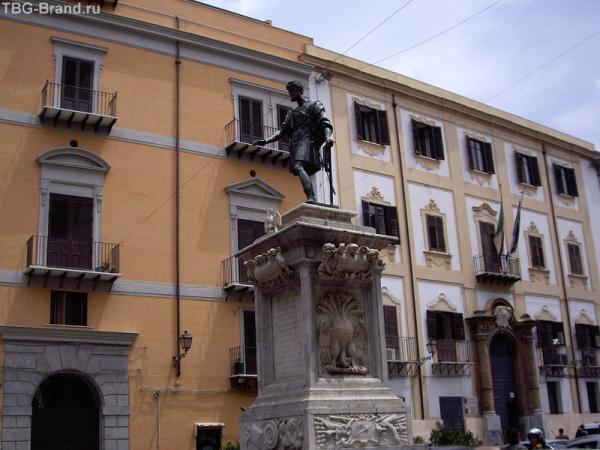 Палермо. Памятник Карлу, но не Великому.