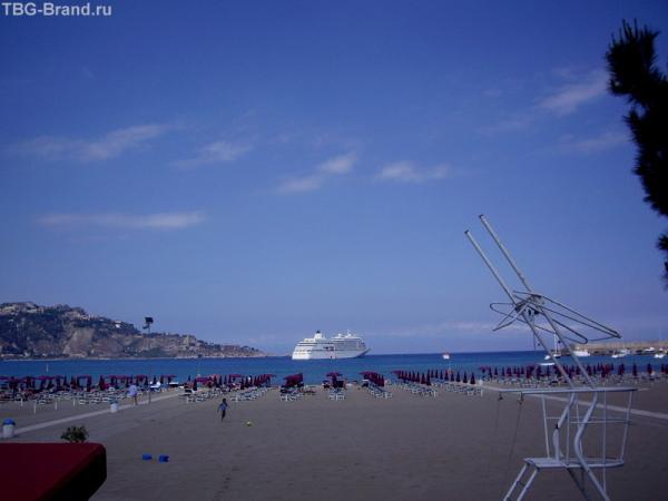 Синее море, белый пароход.