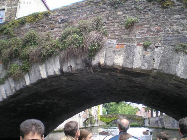 """Гид: """"Пригнитесь! Под этим мостом я когда-то потерял шевелюру"""""""