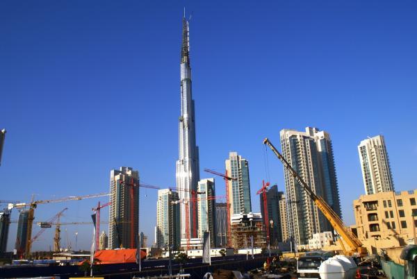 Да, это Дубай. Бурж аль араб - 800 м - не предел высоты