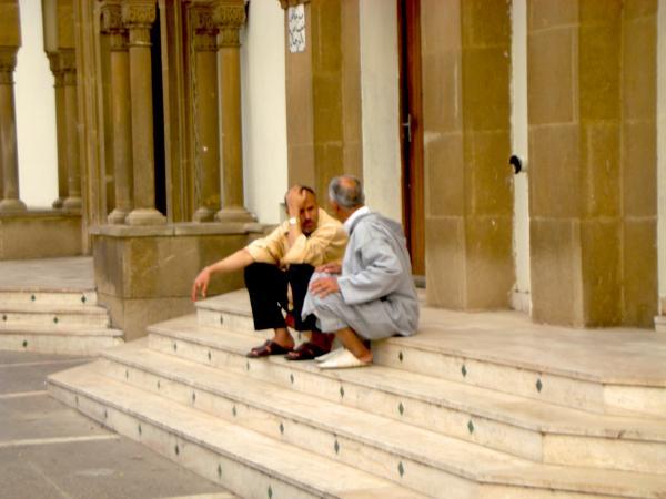 на ступеньках мечети