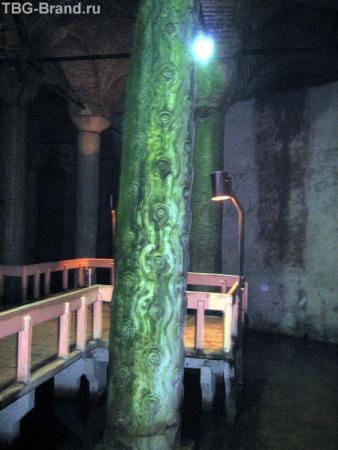 Колонна слез в цистерне базилика