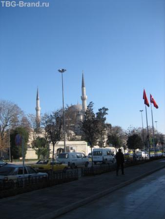 Над Стамбулом ясное небо. Недалеко от Лалели