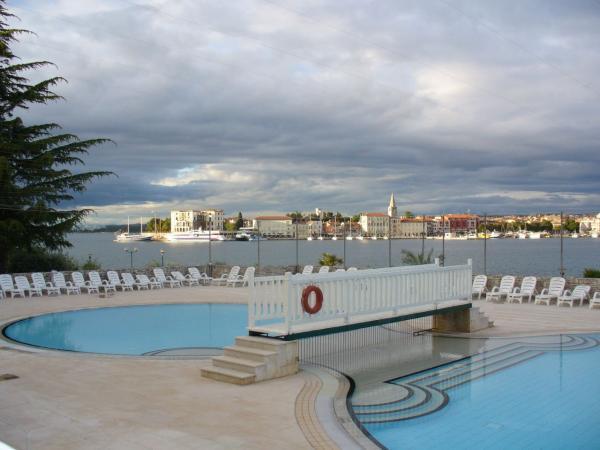 2.Бассейн отеля